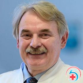Миронов - врач наркологической клиники Квинмед