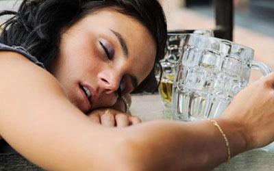 Опасность женского алкоголизма - Квинмед