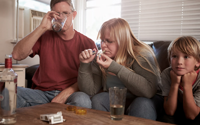 Пьющие дома родители - Квинмед
