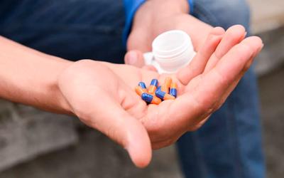 Человек продолжает получать психотропные препараты - Квинмед