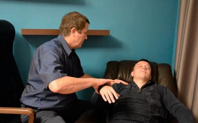 Психотерапевтическое воздействие на психику при помощи гипноза - Квинмед