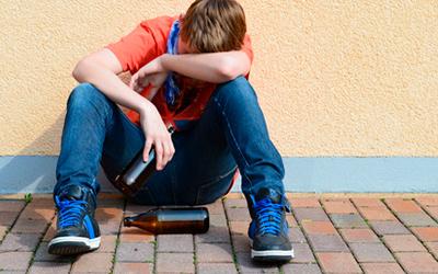 Причины алкоголизма в подростковой среде - Квинмед